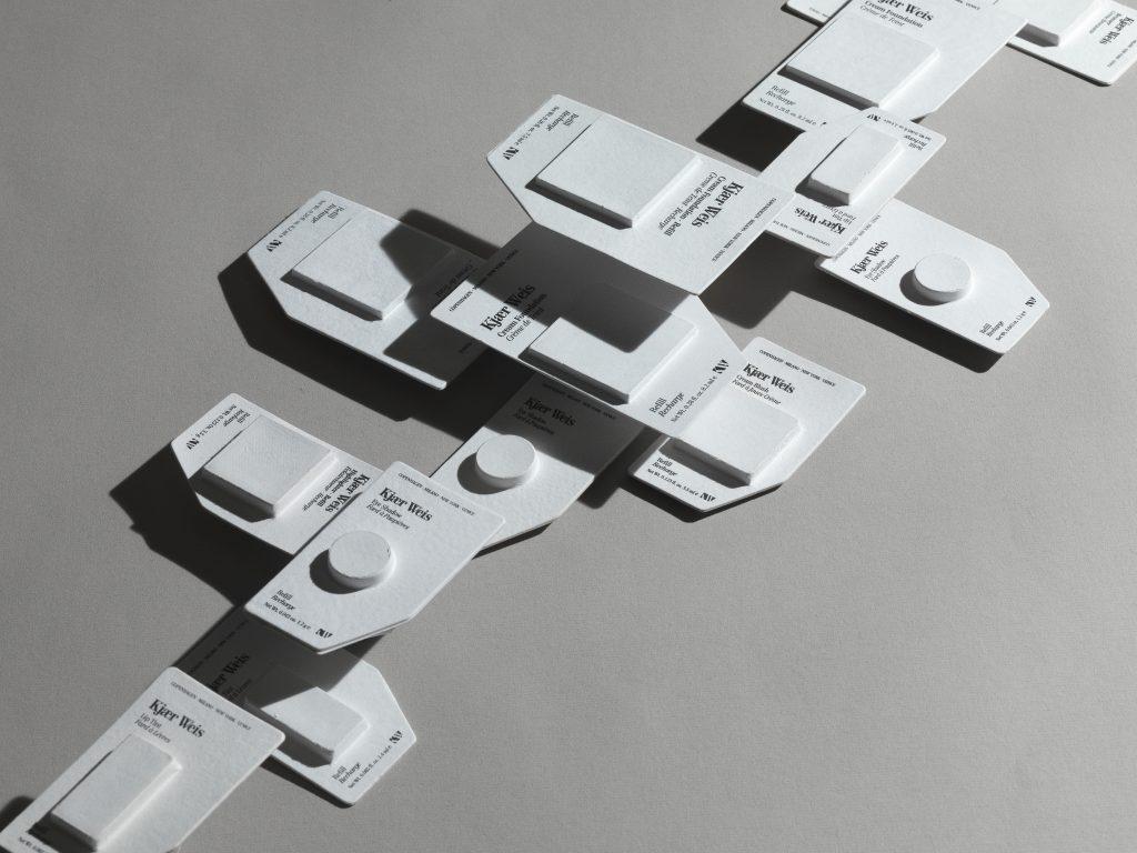 Kjaer Weis - meikkipaletin täyttöpakkauksia