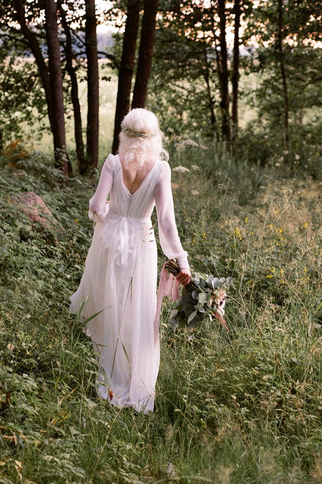 Photo:  Minna Sipinen  Flowers:  Flowr  Silk Ribbons:  Aino