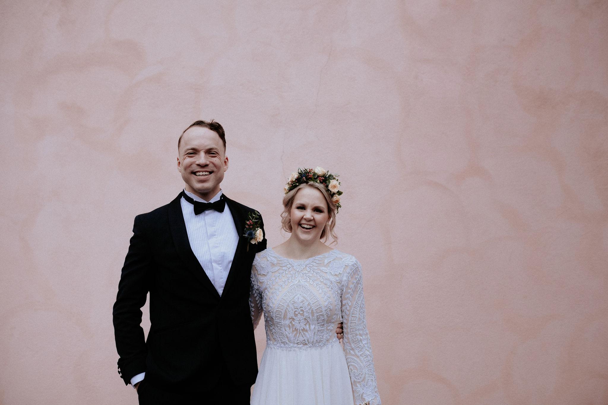 Photos:  Joonas Syrjälä  Grooms outfit:  Glamour Lahti  Muah:  Studio Savon /Kati Mouhu Flowers:  Florencia