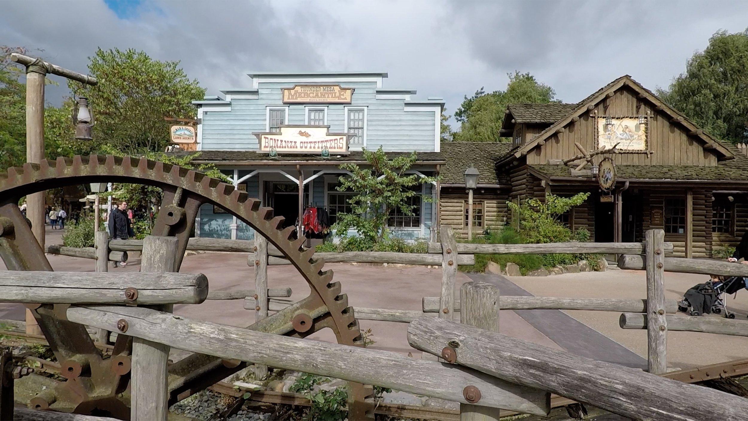 Frontierland Walk Tour at Disneyland Paris.jpg