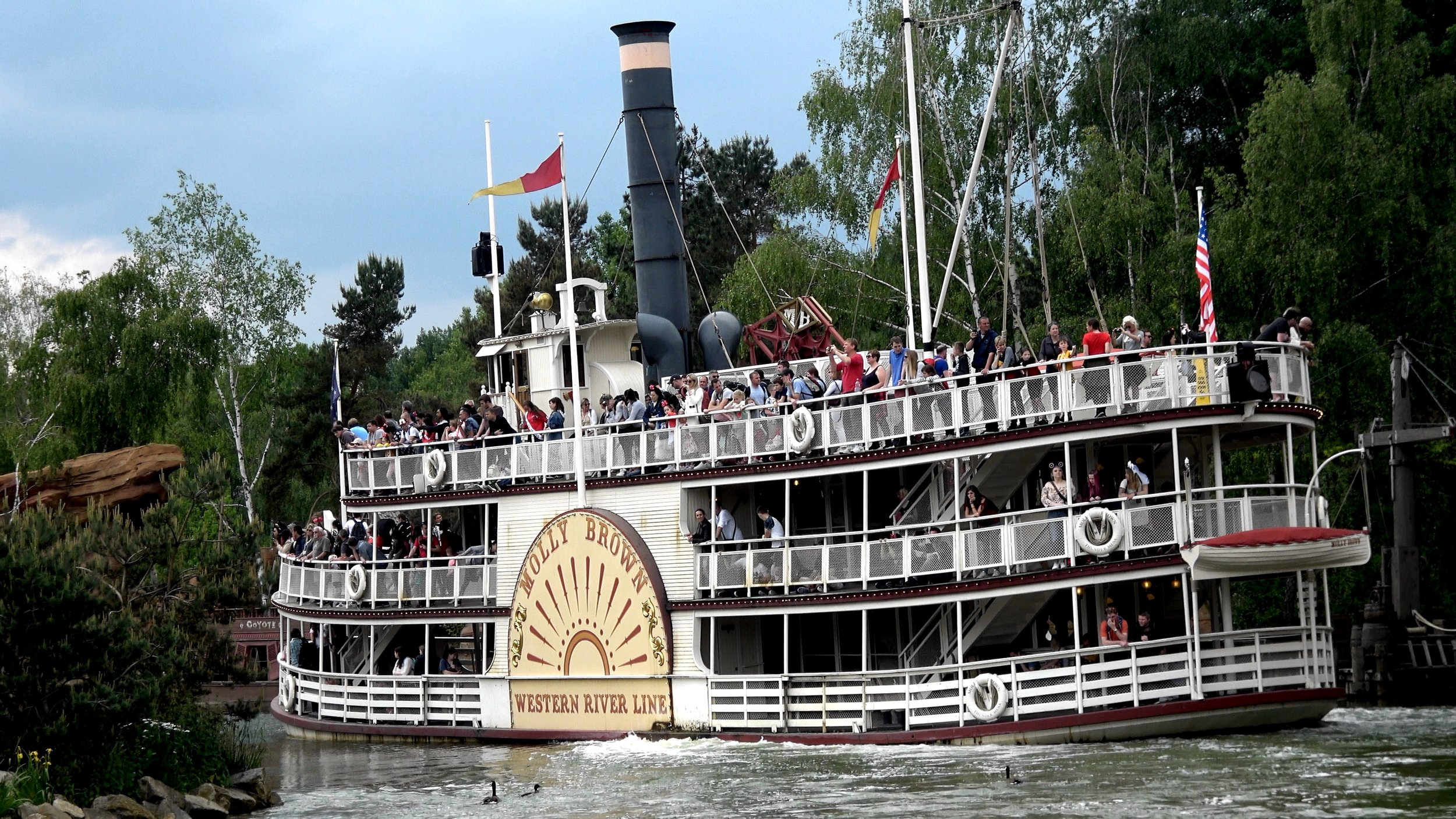 A relaxing Boat ride on the Rivers of the Far West at Disneyland Paris.jpg
