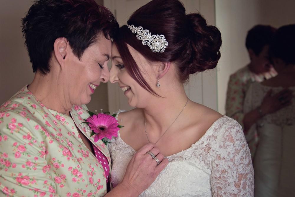leri-lane-photography-wales-shropshire-photgrapher-maesmawr-oswestry-broneirion-plasdinam-gregynog-elan-valley-2016-weddings-18-1000x667.jpg