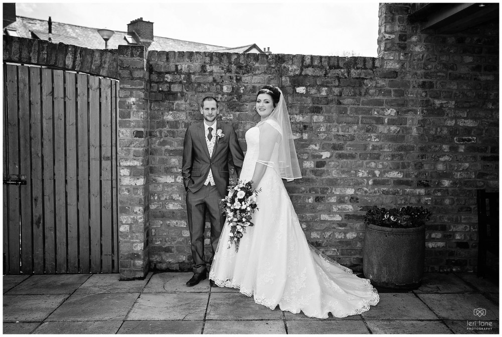 wedding_photography-bride-groom-mid-wales-leri-lane-elephant-and-castle-2018_011