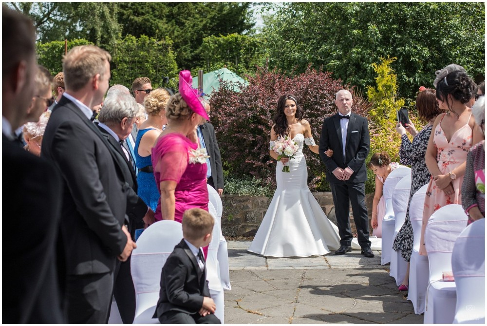 LeriLanePhotography_wedding_Elephant_castle_neetown_Mid_Wales_Photography_Chrissie_mathew-18