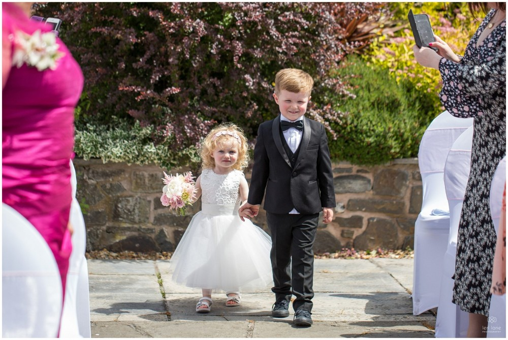 LeriLanePhotography_wedding_Elephant_castle_neetown_Mid_Wales_Photography_Chrissie_mathew-3
