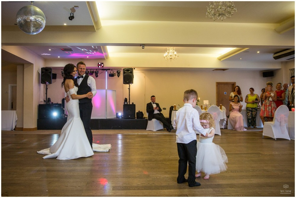 LeriLanePhotography_wedding_Elephant_castle_neetown_Mid_Wales_Photography_Chrissie_mathew-43