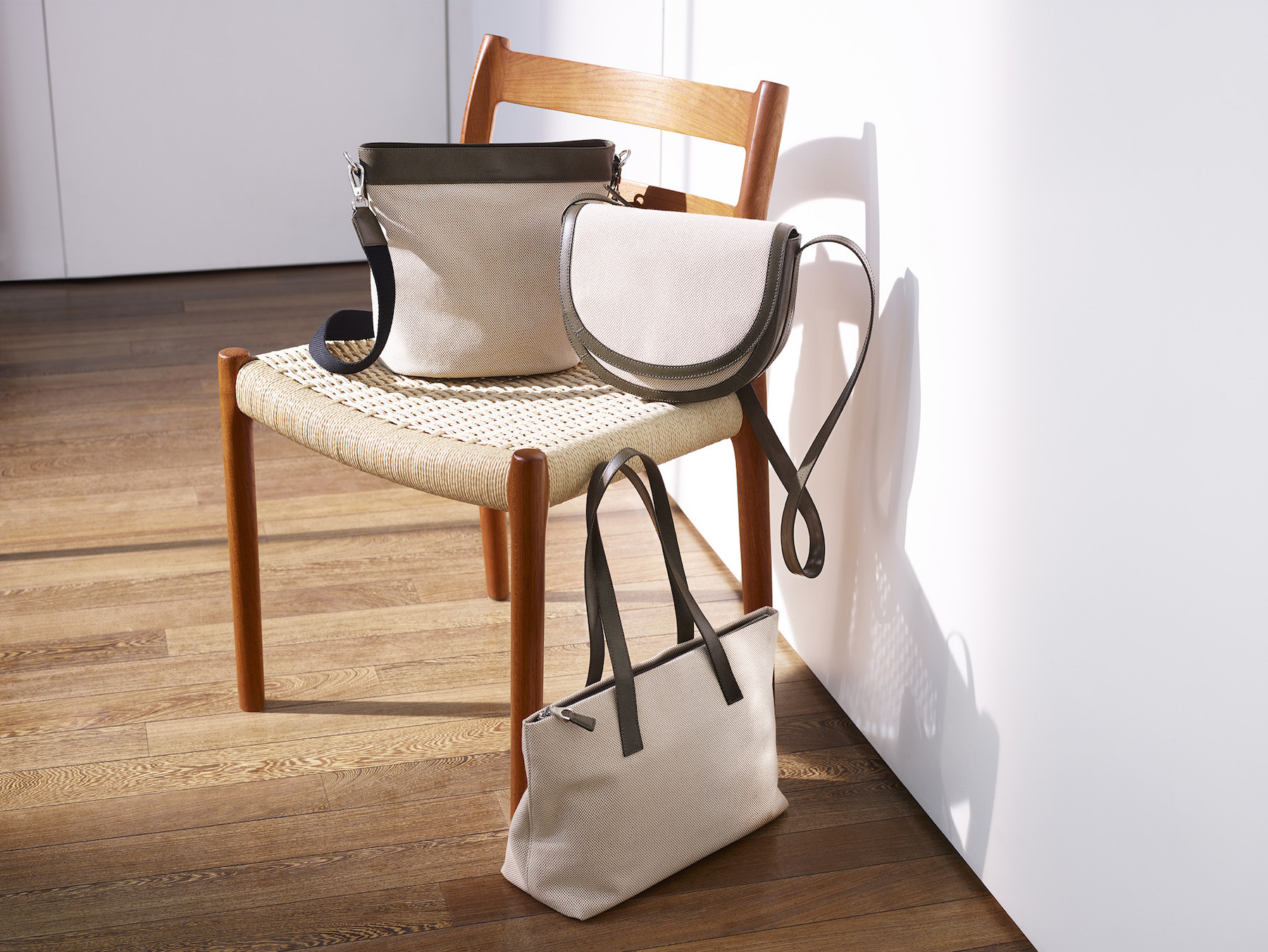 12-icon-artist-management-katie-hammond-advertising-jaeger-womens-handbags (1).jpg