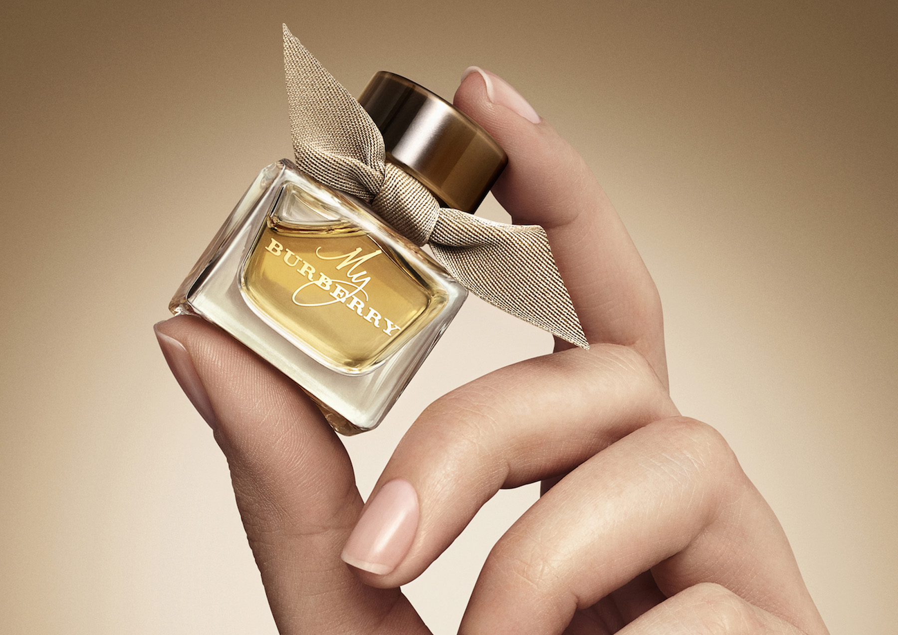 21-icon-artist-management-katie-hammond-advertising-burberry-BEAUTY-FESTIVE_MY_BURBERRY_EDP_MINIATURE (1).jpg