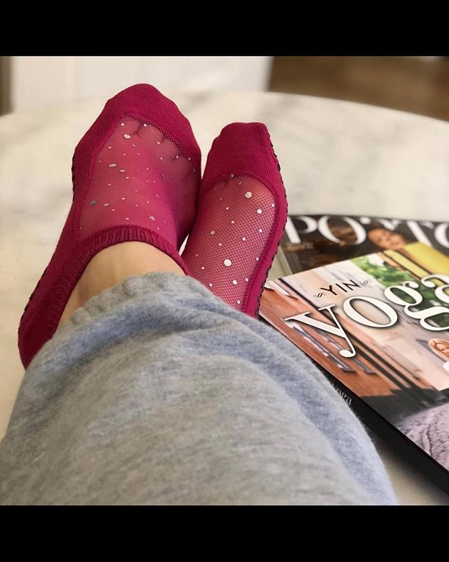 It's FRIYAY! Get ready to put your feet up and relax! 😌 ⠀⠀ www.shashionline.ca