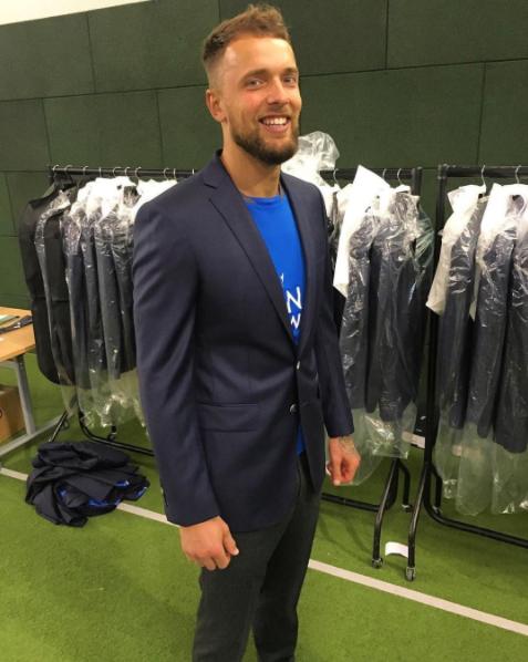 Ben Hamer all suited up.