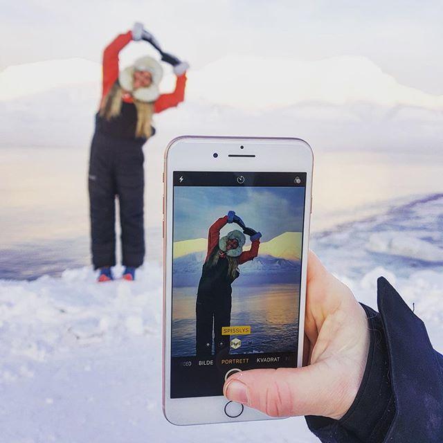 Annonsa: fantastiske Svalbard 💙 hjerta mitt banke for nye eventyr å vokna til detta !!! Åååå så fint  Grett med plussforsikring på laget når wolfpacken er ute på tur og alt kan skjer 🕺🏽 @telianorge #telianorge #svalbard