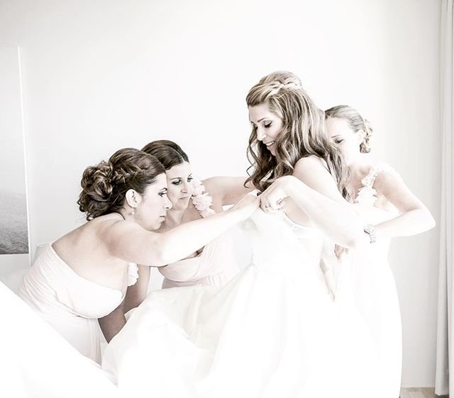 Getting ready... #wedding #bröllop #weddingdress #bröllopsklänning #bridesmaid