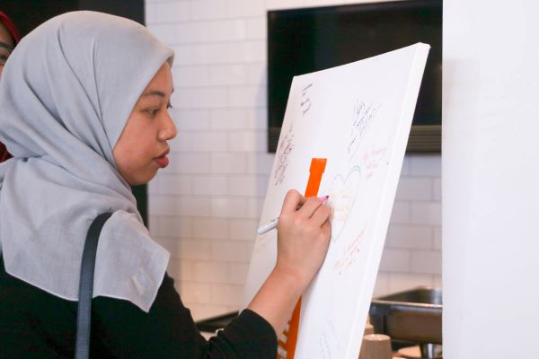 Rasyidah of The Scoop leaving a message on our guestbook.
