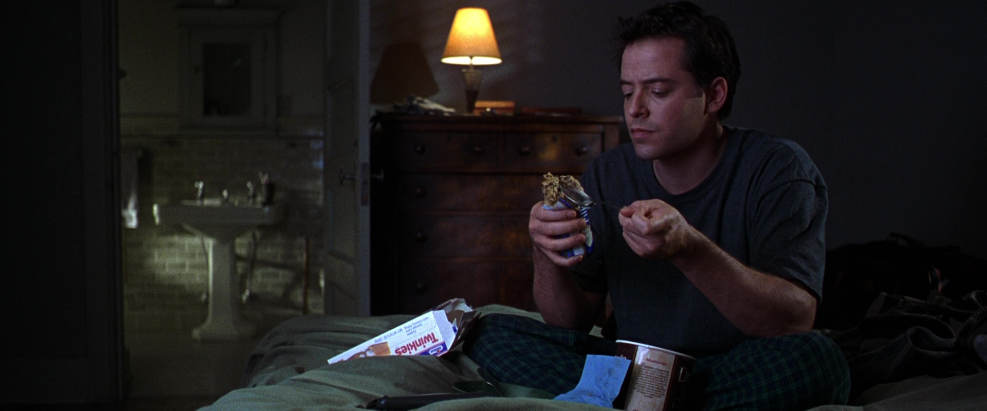 Hostess-Twinkies-and-Matthew-Broderick-in-The-Cable-Guy-1.jpg