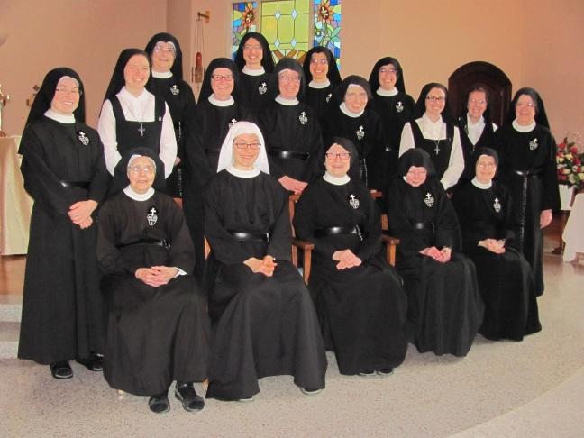 Community photo on Sr. Lucia's vestition day