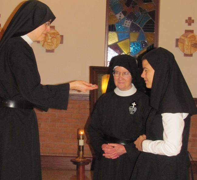 Ruth receives the postulant crucifix from Mother John Mary