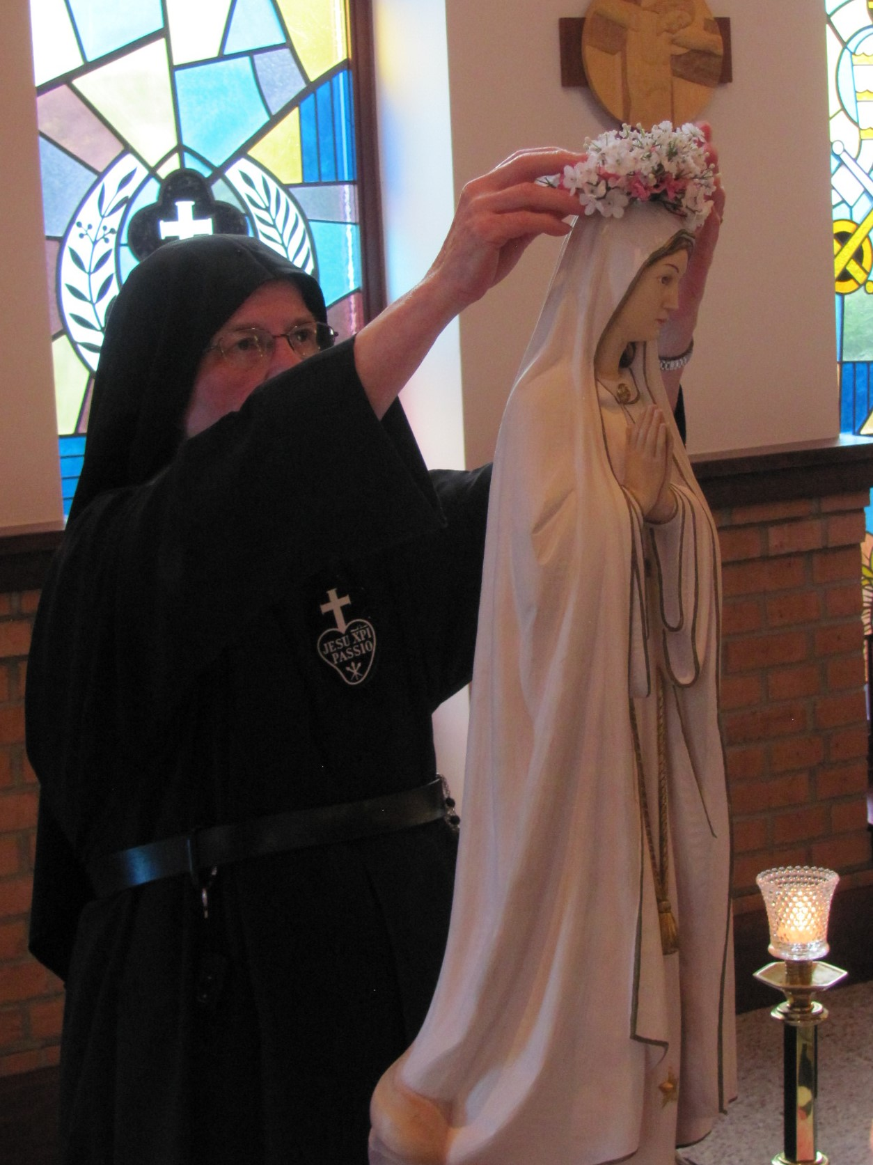 Sr. Mary Agnes crowns Our Lady of Fatima near the sanctuary in the chapel