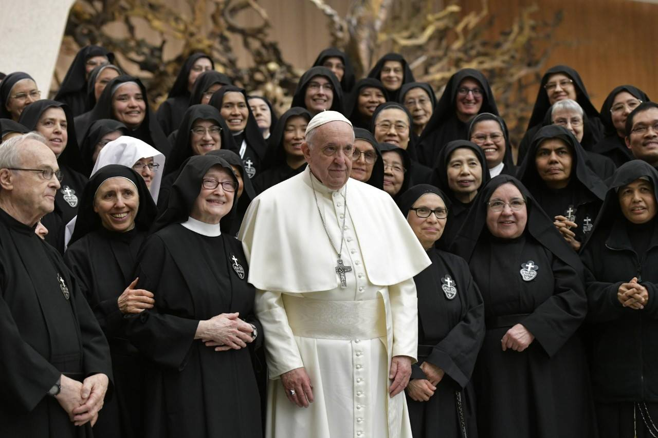 The General Chapter with Pope Francis - Mother Catherine Marie is on the left, Mother John Mary can be seen just above the Holy Father's head