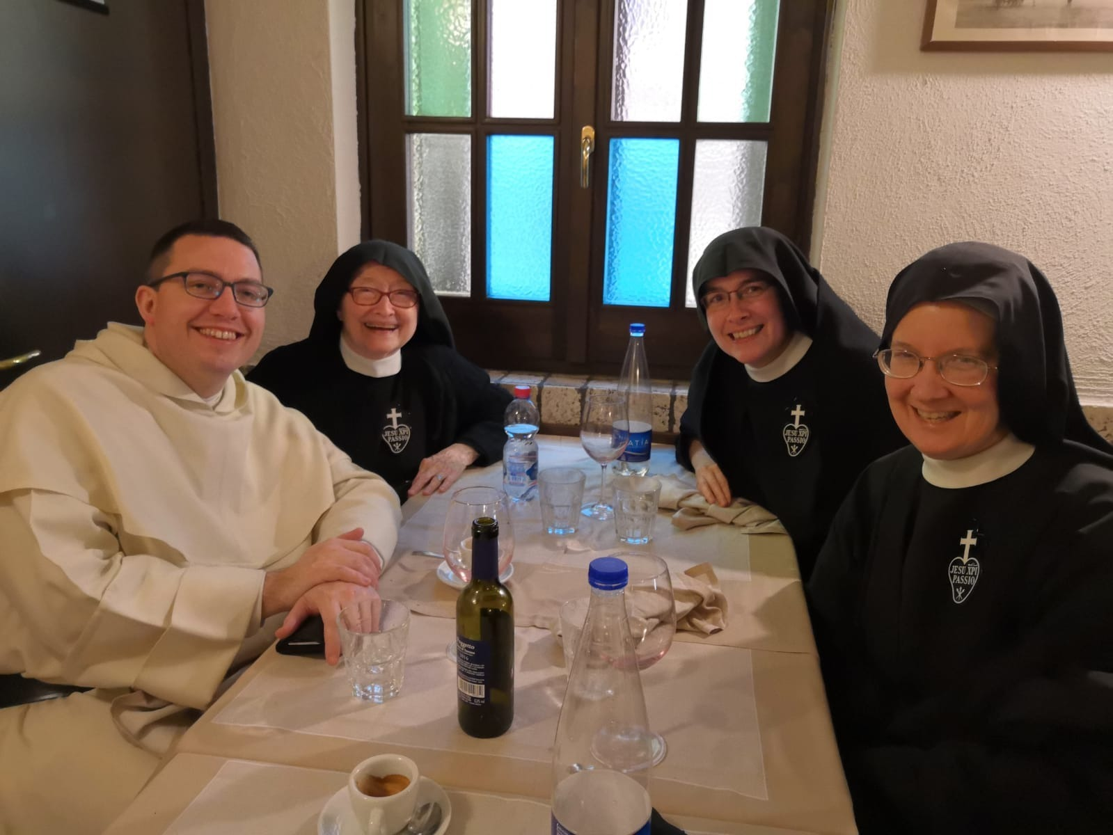 Mother Catherine Marie, Mother John Mary, and Sr. Mary Veronica grab a quick pranzo with Fr. Austin Litke, OP, a dear Dominican friend who is studying in Rome.