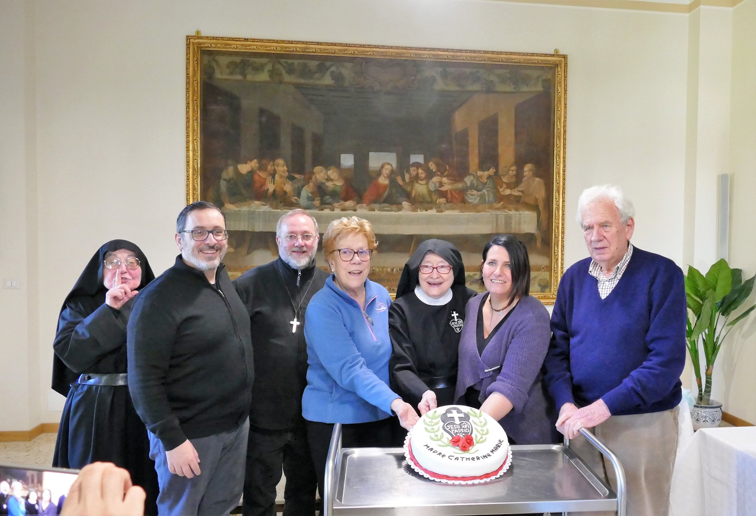 P. Marco, P. Giovanni, Rosanna, Mother Catherine Marie, Roxana, and Gino. Rosanna, Roxana, and Gino are friends of the Monastero di Santa Gemma.