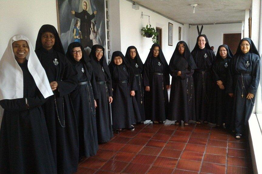 The Community in Sao Paolo: Sr. Adeneide (now she is a junior professed), Sr. Maria Teresa, Sr. Jacinta (died this year), Sr. Luzia, Sr. Carme, Sr. Cícera, Sr. Alaide, Sr. Regina, Sr. Daniela, Sr. Cristina, Madre Elza. Not pictured: Sr. Andréia e Sr. Cleonice.