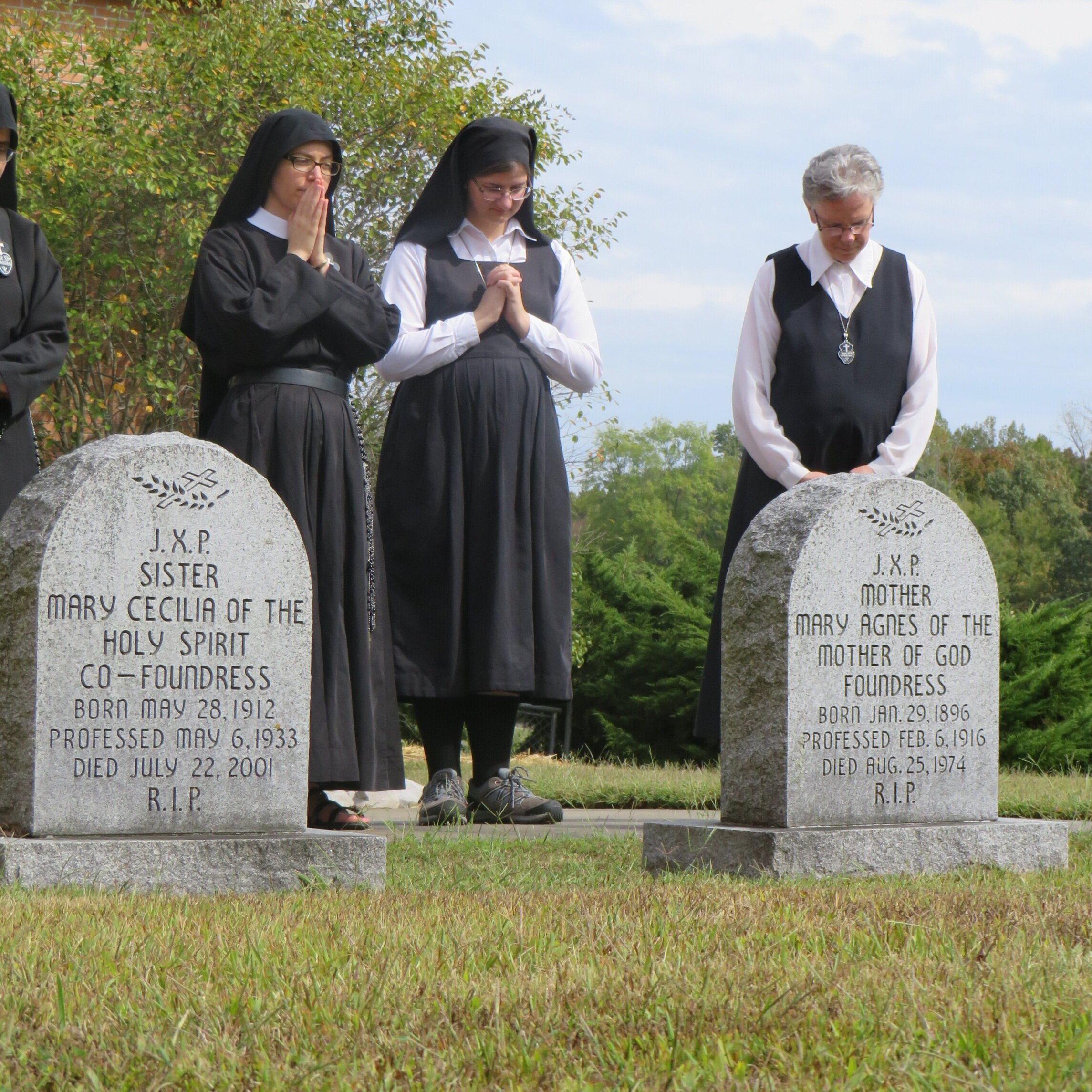 Sr. Maria Faustina, postulant Theresa, and Christie at the graves of our foundresses.