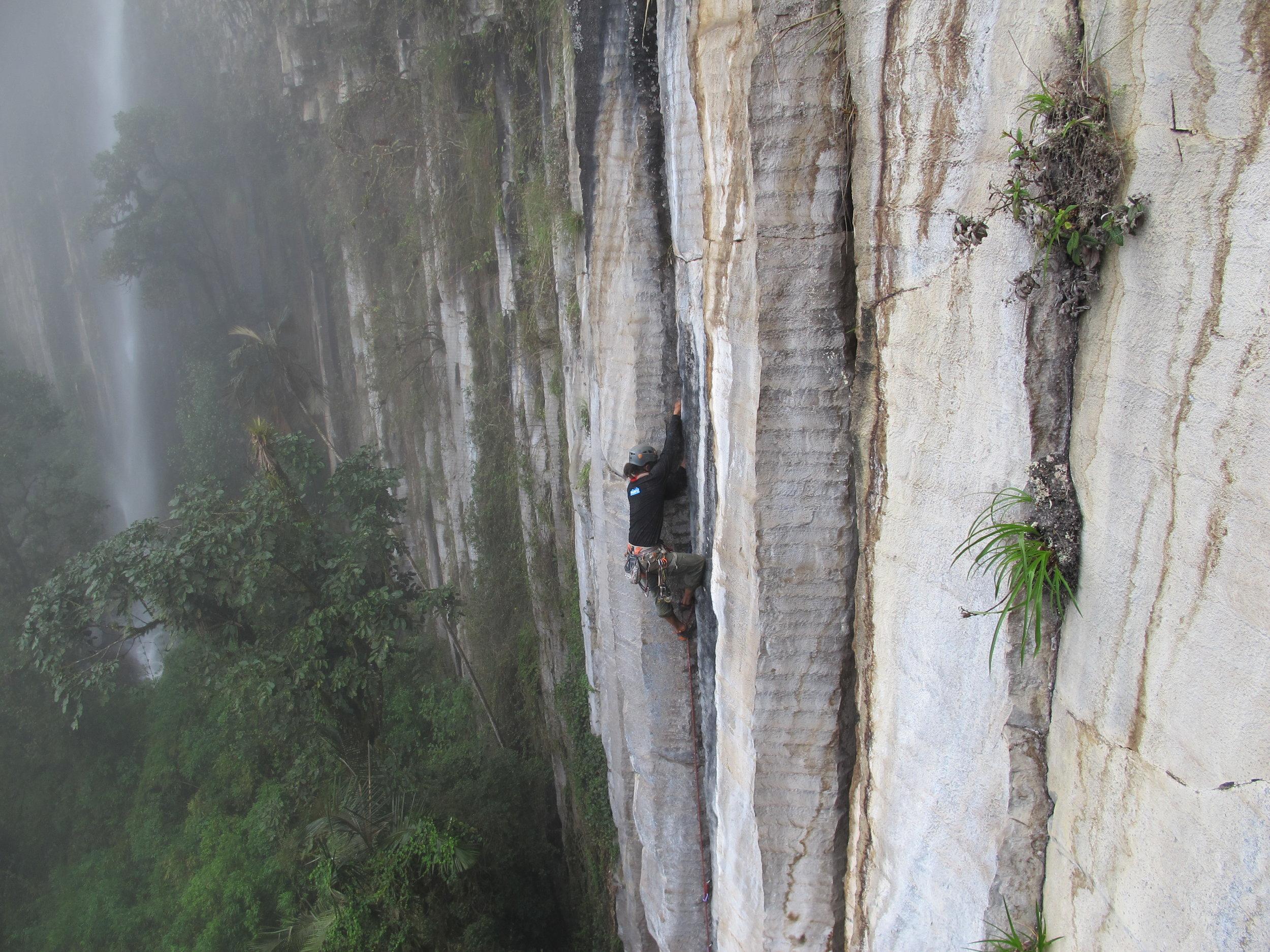 Rock Climbing Tangan