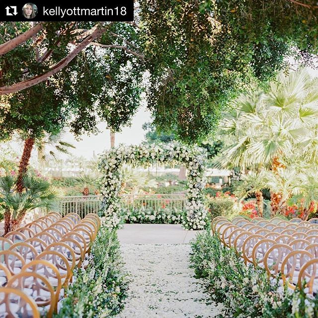 Black and white isn't just a classic, it's also timeless. 📸 @elysehallphotography @flowerstudio @somelikeitclassic @kaylabellitt @whitney.slic @latavolalinen @eventrentsaz @idiehdesign @primrentals @phoenicianscottsdale @flowerchicaz @coco_jane_ @christophercag19 @ott.morgan @bkwazzz @tiffanylbraun #azflorist #azwedding #azweddings #arizonaweddingflorist #weddingsinthedesert🌵 #fbf