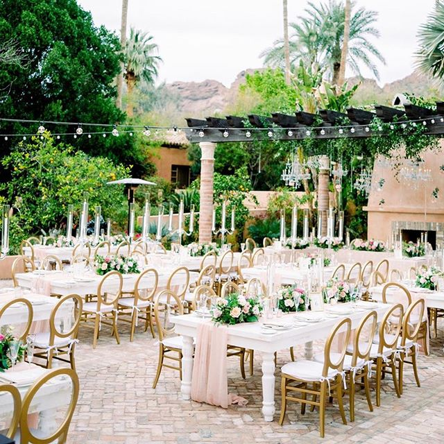 #Repost @somelikeitclassic with @get_repost ・・・ Gold, blushes, & natural greenery! Can't get over this color scheme! All the light and airy pastels creating the most dreamy vibe ever 🙌🏻 What color palette are you dreaming up for your big day!? Comment below 👇🏻 pc: @elysehallphotography ⠀⠀⠀⠀⠀⠀⠀⠀⠀⠀ #arizonawedding #southwestwedding #desertbride⠀⠀ #phoenixweddings #arizonabride #coloradobride⠀⠀ #rusticwedding #bohowedding #weddingdetails⠀⠀ #vintagewedding #dirtybootsandmessyhair #adventurouswedding #coloradowedding⠀⠀ #greenweddingshoes #justengaged #kissthebride #weddingceremony