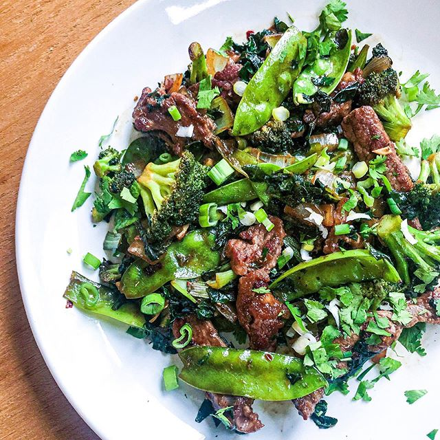 I like to fancy myself the stir-fry Queen...okay so, no one actually calls me that, well except me 😂 BUT after this random creation of a GREEN VEGGIE & BEEF STIR-FRY, I think at least one other person might call me this one day 🤷🏼‍♀️ ⠀⠀⠀⠀⠀⠀⠀⠀⠀ ⠀⠀⠀⠀⠀⠀⠀⠀⠀ ⠀⠀⠀⠀⠀⠀⠀⠀⠀ The best thing about this meal, other than the insane flavor: you can legit do this with any protein & veggie combo, making it a meal you can make weekly & just change it up using what you have or desire! It would also be delish w/ some whole grain rice or cauliflower rice!! check it 👇🏼 ⠀⠀⠀⠀⠀⠀⠀⠀⠀ ⠀⠀⠀⠀⠀⠀⠀⠀⠀ •gather & prep your veggies: I had broccoli, kale, snap peas, bok choy & onion • lay your meat out, season with salt & let rest before cutting (about 10 minutes): I used our grass fed beef steaks from @butcher_box about a lb & a half • evenly coat meat w/ 1tbsp of arrowroot starch • heat 2tbsp. @chosenfoods avocado oil in a large cast iron skillet & once hot, begin cooking beef in batches not to overcrowd the skillet • place browned beef on separate plate & add chopped veggies into the still hot skillet • season with a little salt (helps soften) & add in about 1-2 tbsp @bonafideprovisions beef bone broth to deglaze the pan & blend together all the crispy goodness from the previously cooked beef • sauté veggies about 5-7 minutes, stirring frequently • add 3 cloves of minced garlic & fresh grated ginger, stir • add cooked beef back in, stir • now to season: 2 tbsp. @bigtreefarmsbali coconut aminos, 1 tsp @redboatfishsauce , 1 tsp toasted sesame oil + 1 tsp red pepper flake • mix well and let cook & thicken for about 2-3 minutes on medium/low heat • serve & garnish with fresh chopped green onion & cilantro ✌🏼&🖤, Stir-fry Queen (did it stick?) #cleanmodernmayhem