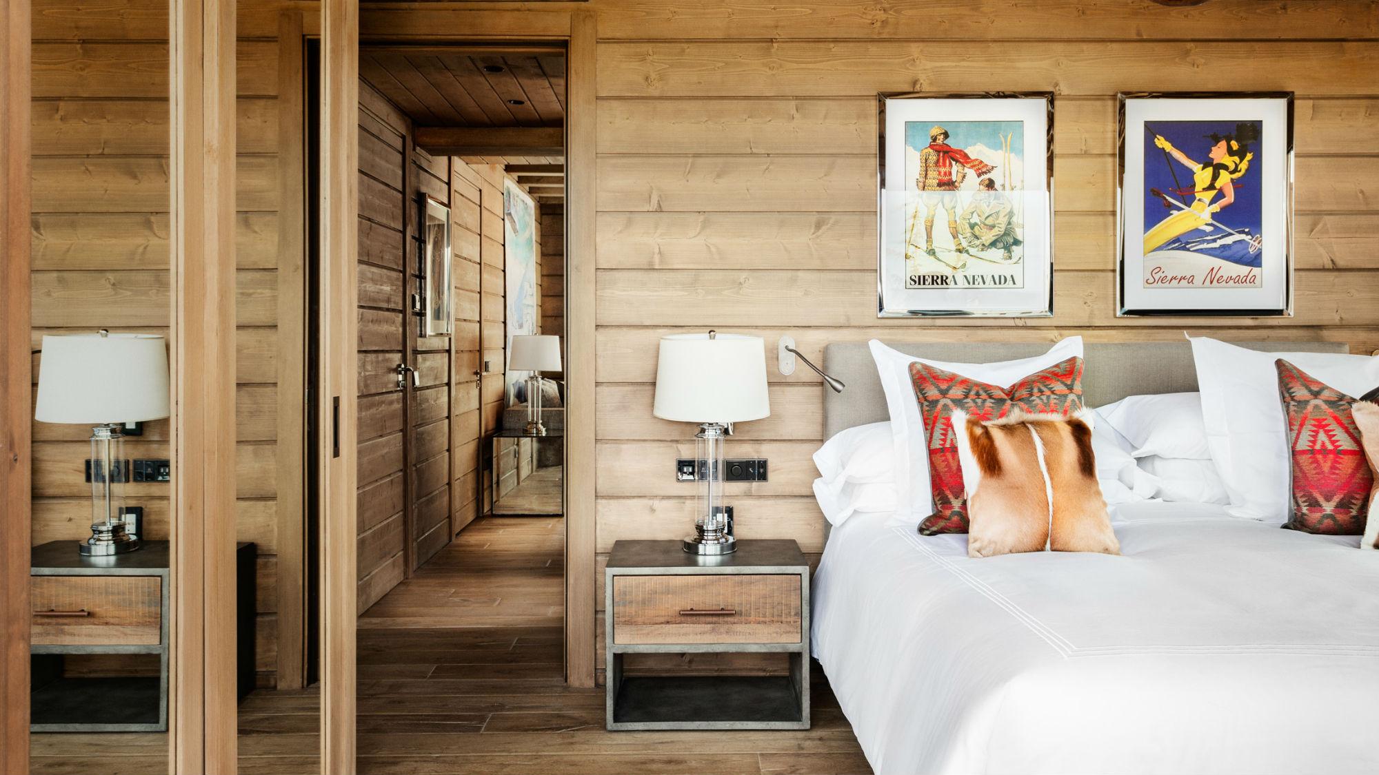 Corner_Suite_Bedroom_El_Lodge.jpg