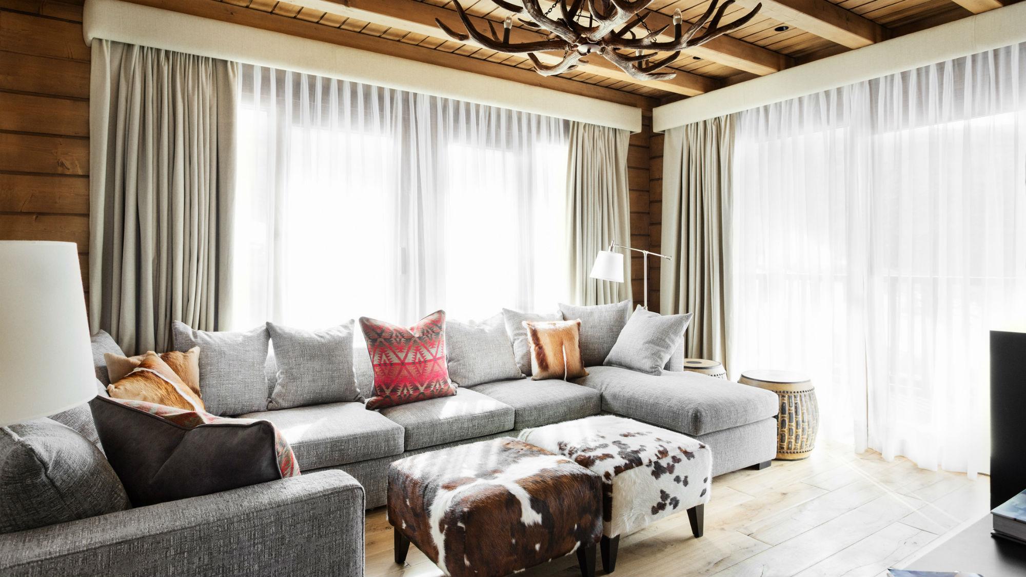 Corner_Suite_Living_Room_El_Lodge.jpg