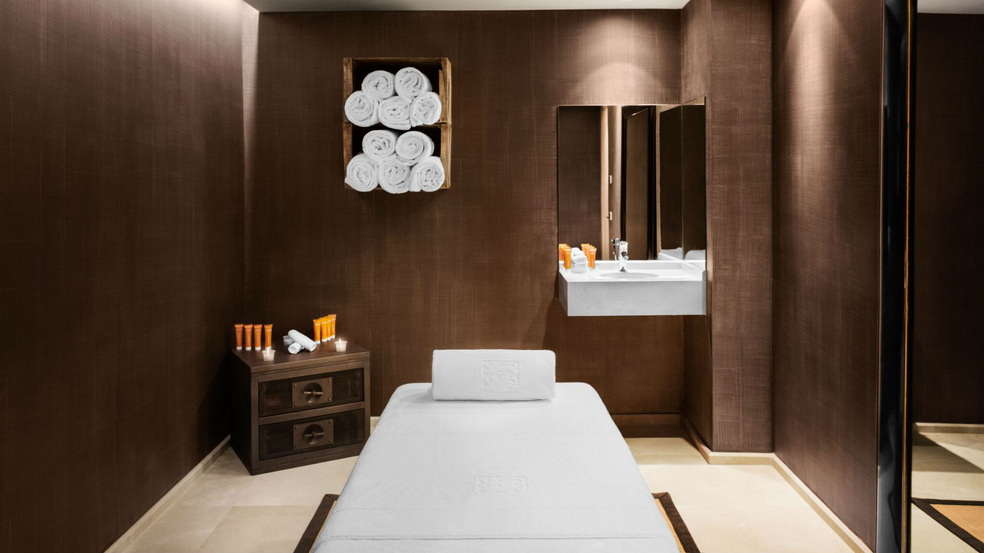 El_Lodge_Treatment_Room.jpg