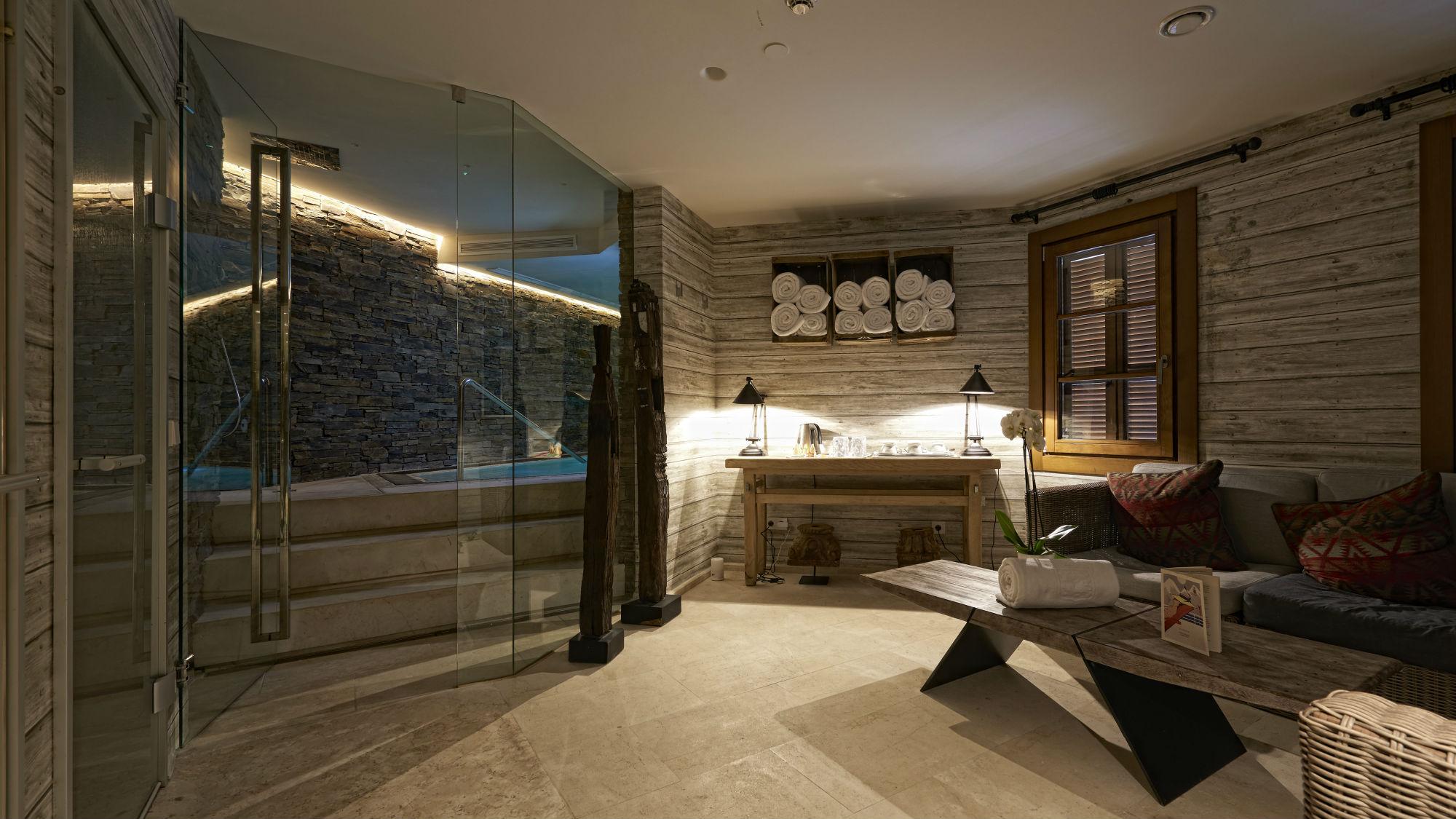 Indoor-Pool-Reception_El_Lodge_Hotel_Spain.jpg