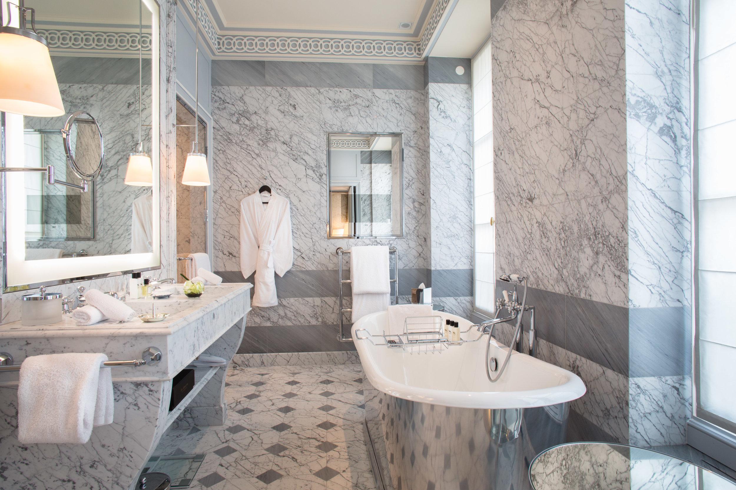 La Réserve Hotel & Spa - salle de bain - Crédits photo G. Gardette - La Réserve Paris.jpg