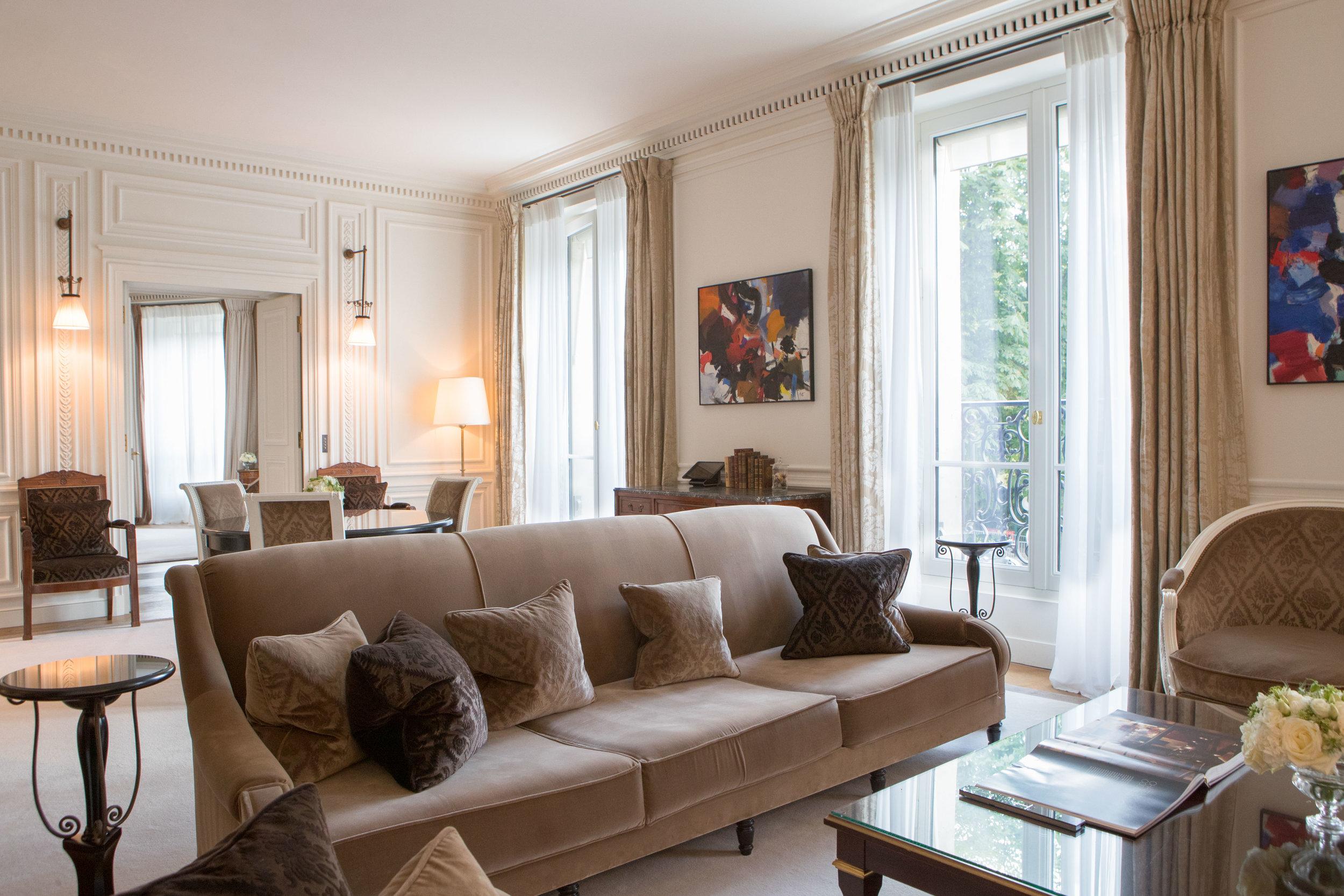 Suite-de-Morny-Lounge-La-Reserve-Paris - Crédits photo G. Gardette - La Réserve Paris.jpg