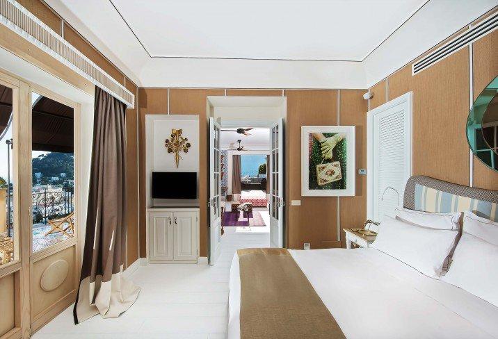 Capri-tiberio-palace-bedroom.jpg