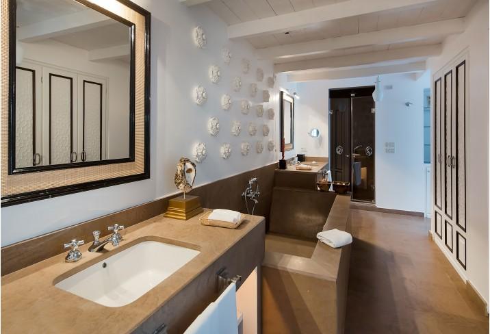 Capri-tiberio-palace-capri-bathroom.jpg