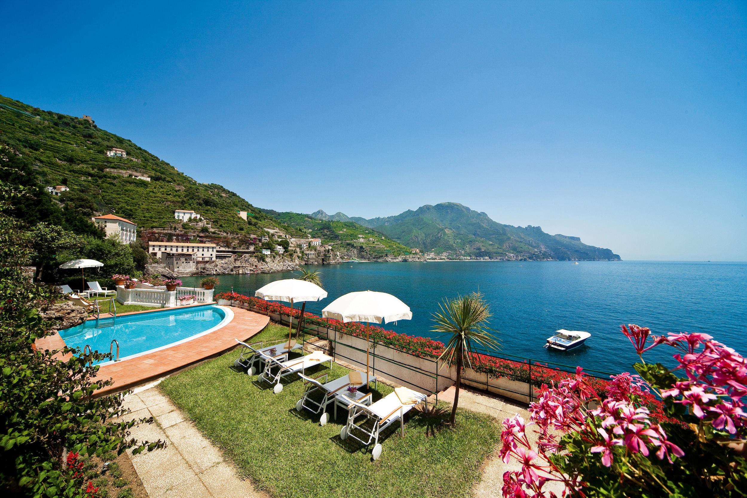 palazzo-avino-clubhouse-by-the-sea-swimming-pool.jpg