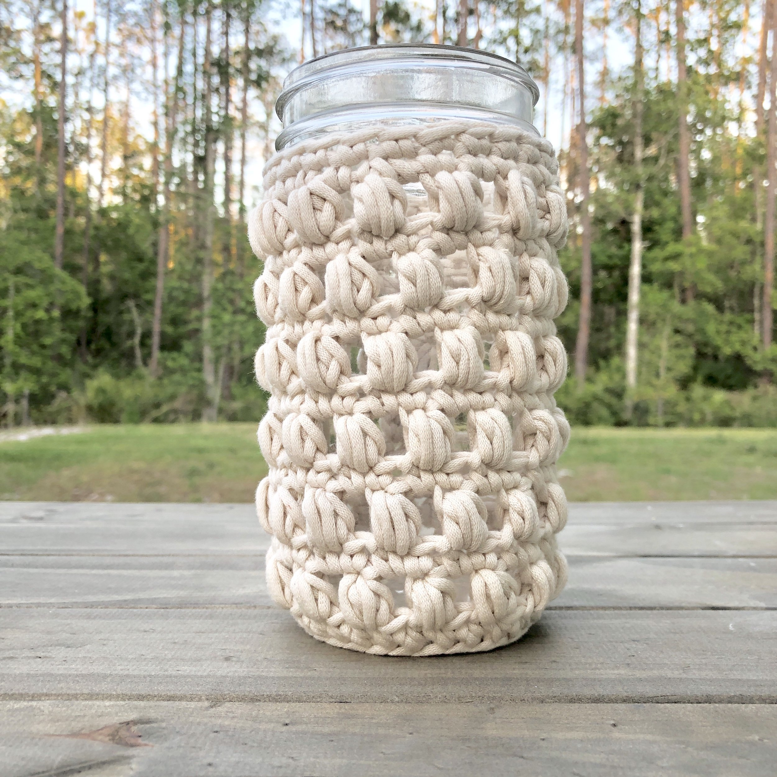 White Bluffs 24 Ounce Mason Jar Wide Mouth Tumbler Cozy - Crochet Pattern - The Roving Nomad