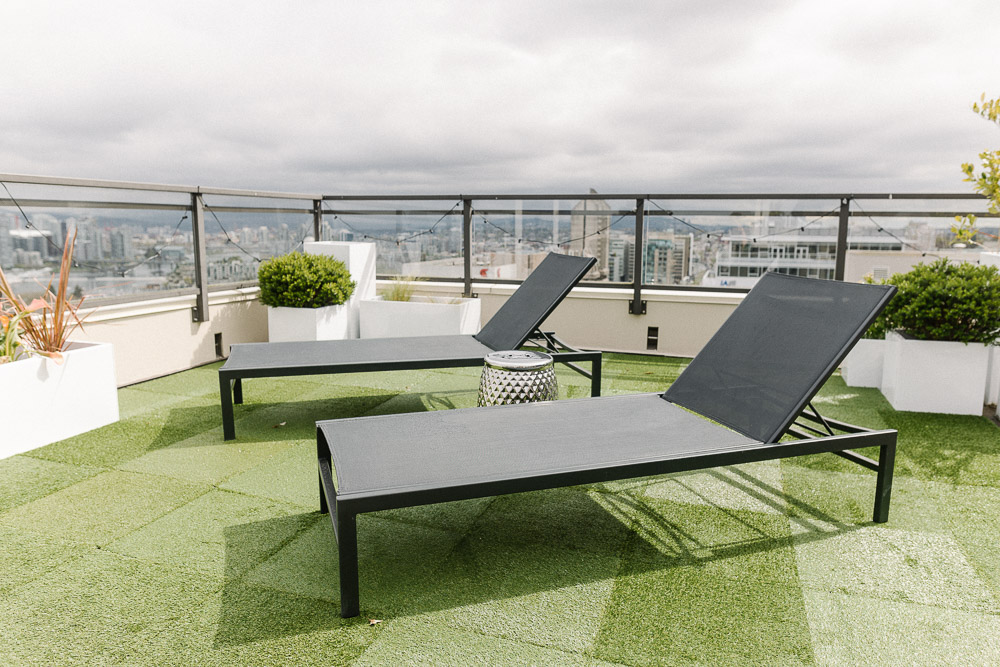 Black Sun Loungers: CB2 (currently on sale!)