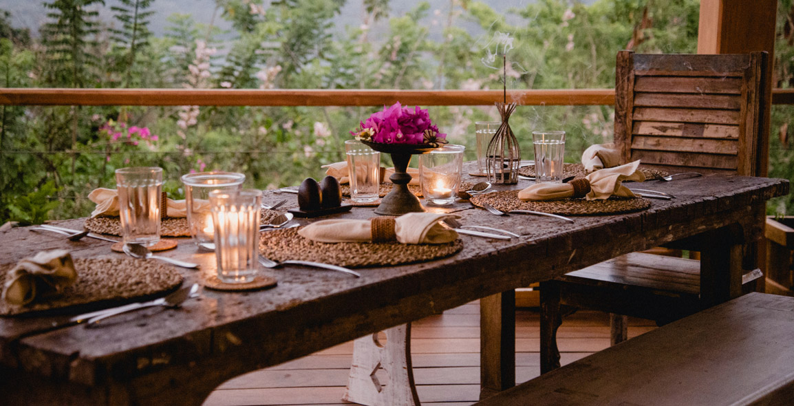 Dining-on-deck.jpg