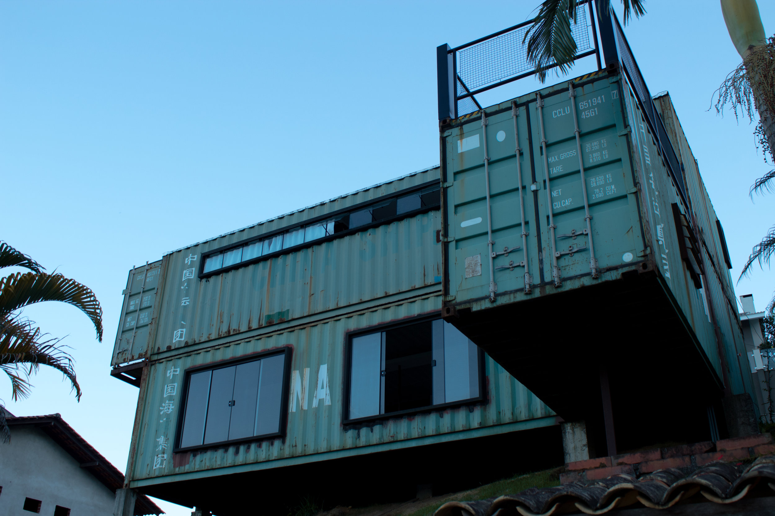 shipping container home.jpg