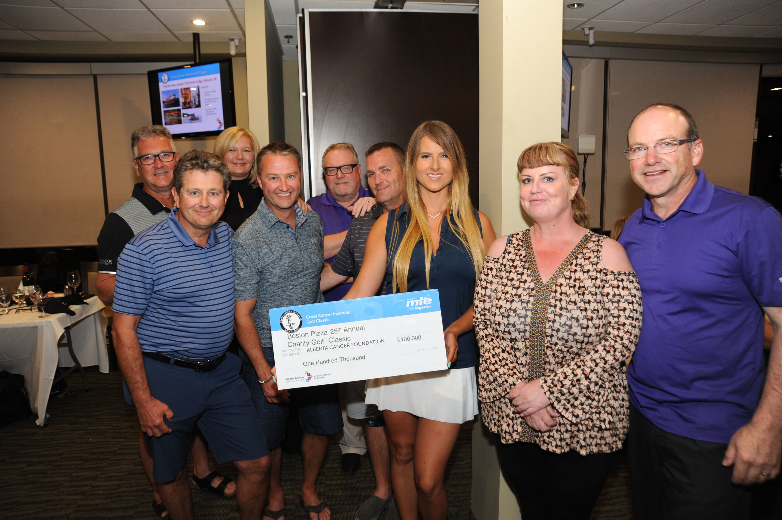 __Boston Pizza Companion Tounrey Cheque Presentation.jpg