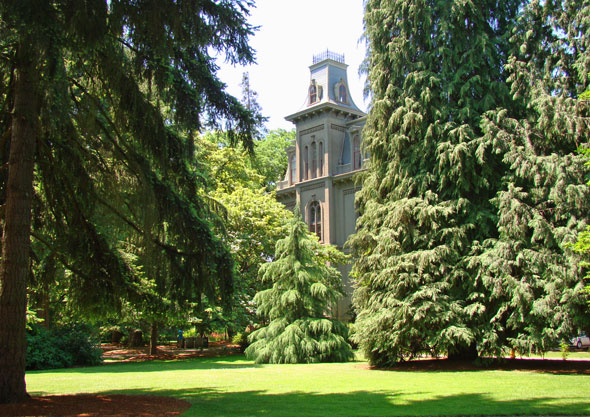University of Oregon Academic Extension - Oregon's flagship university (founded 1872, today serving 22,000 students) offering Portland-based Continuing Education outreach (Meetings & Events Management Certificate Program)