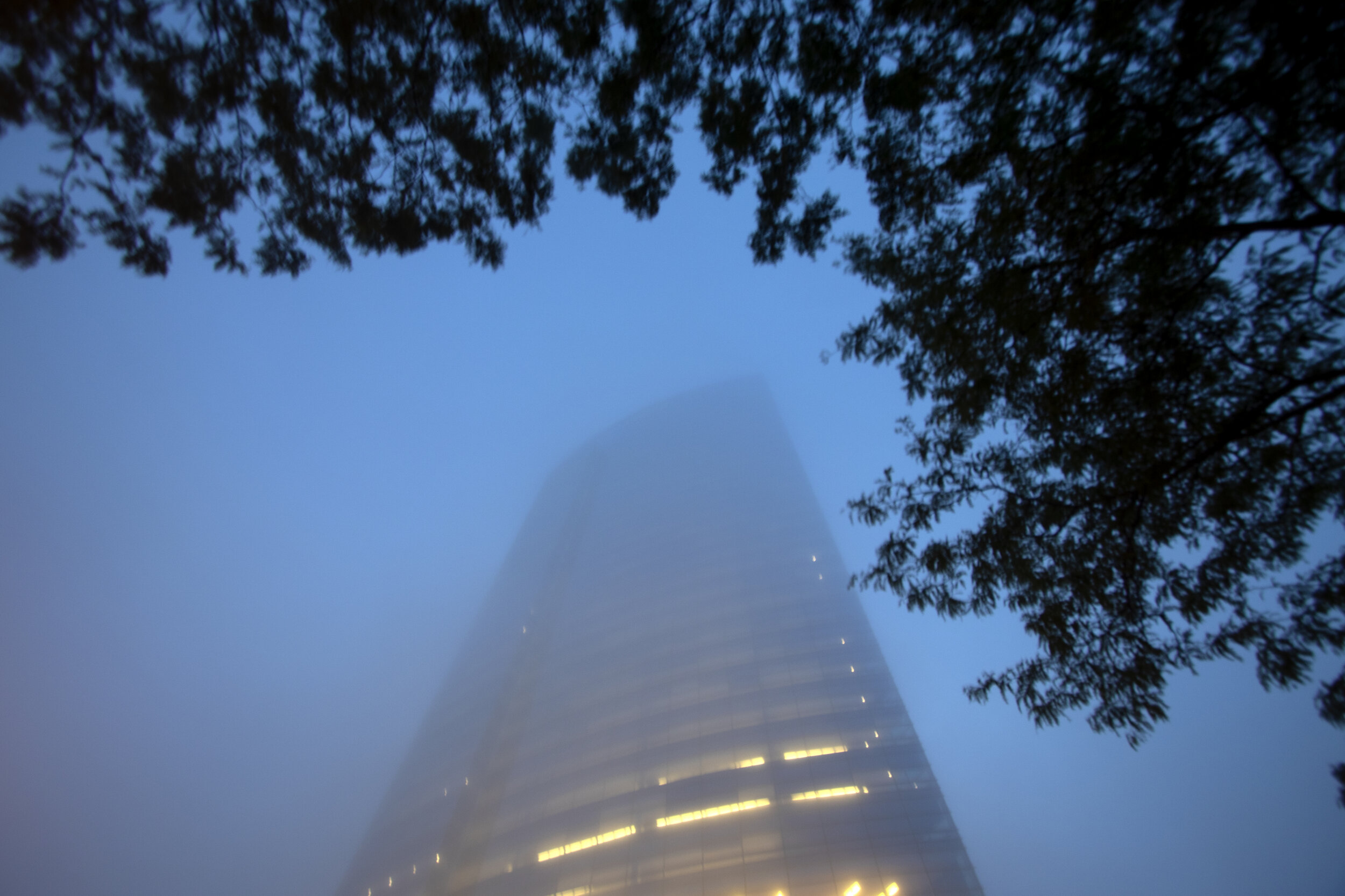 Milwaukee_Northwestern Mutual Tower_Fog_012_20190703_IMG_7711.jpg