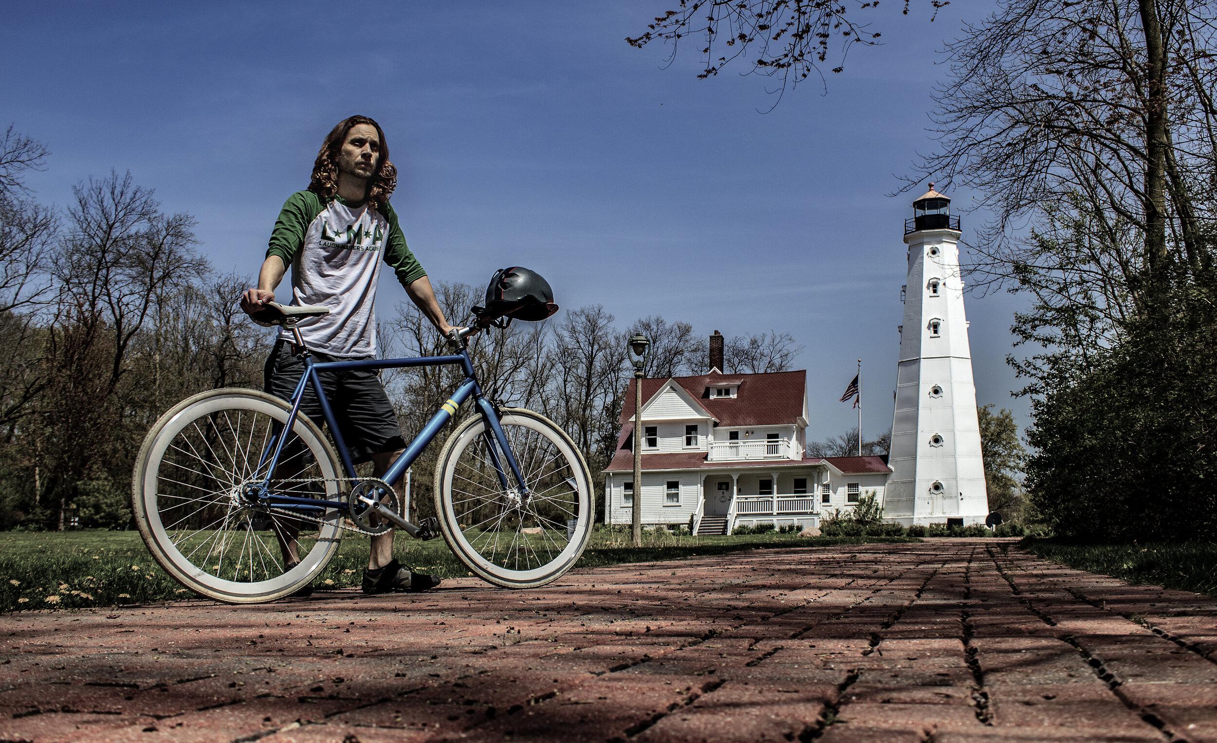 Milwaukee_Lake Park_North Point Light Tower_Wandering Badger_Sole Bike_011_20190522_IMG_6019.jpg