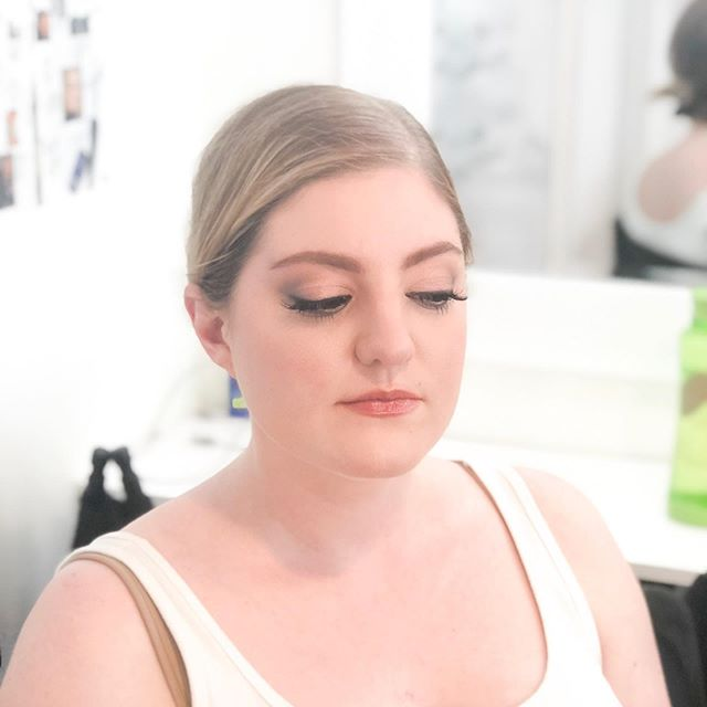 Bridal demo by @thevanitymakeup on one of our students from Spring semester @linea_roja! It's so exciting to see our graduated students doing big things 💕💕💕This girl is ambitious! 💯💯💯 #southwestinstituteofmakeupartistry #southwestschoolofmakeup #bridalmakeuplook #aspiringmua #albuquerque #newmexico