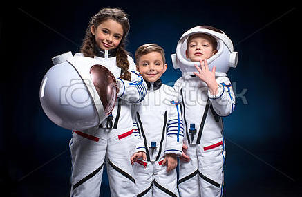 kids-in-space-suits-picture_csp47621178.jpg