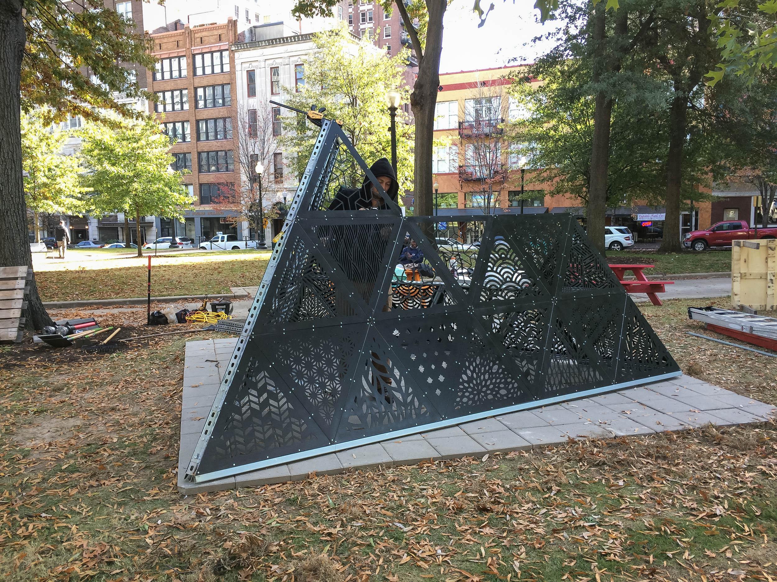 MOD 1 Tetrahedron Downtown Installation 0009.jpg